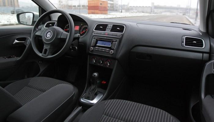Volkswagen-Polo-sedan-2015-salon-foto