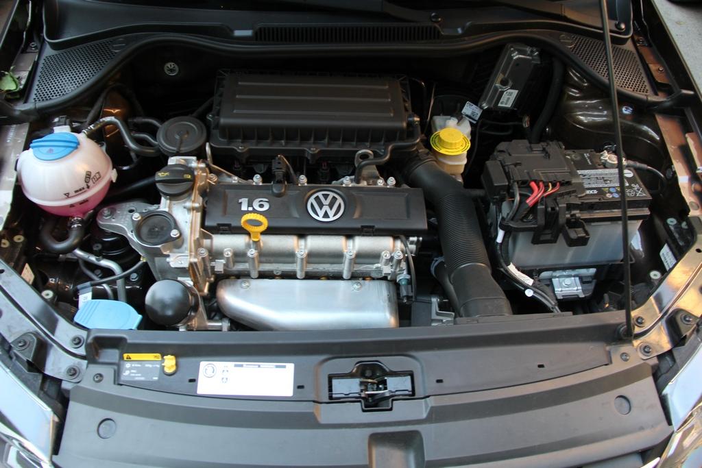 Volkswagen-polo-sedan-2015-22