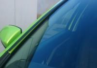 Ставим дефлекторы лобового стекла на Лада Веста