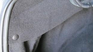 Ставим ворсовые накладки на пружины багажника Лада Веста