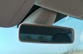 Самостоятельно снимаем салонное зеркало заднего вида в Лада Веста и Икс Рей