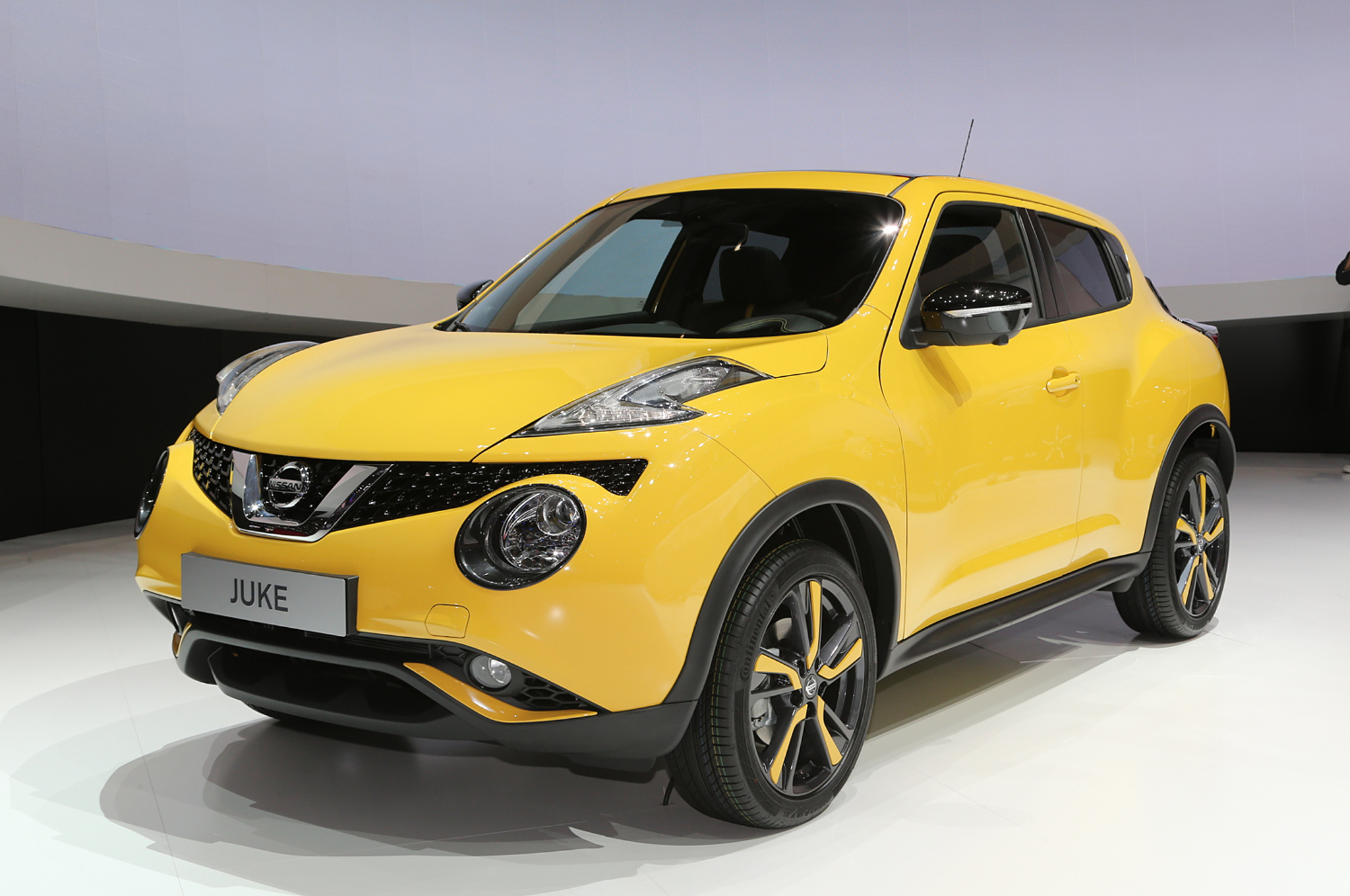 2015-nissan-juke-front-three-quarters