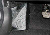 Пластиковые накладки под ноги Лада Веста – покупка и установка